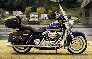 Harley Davidson FLHRC Road King Classic (2005-06)