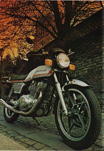 Suzuki GS 450E (1982) - MotorcycleSpecifications com
